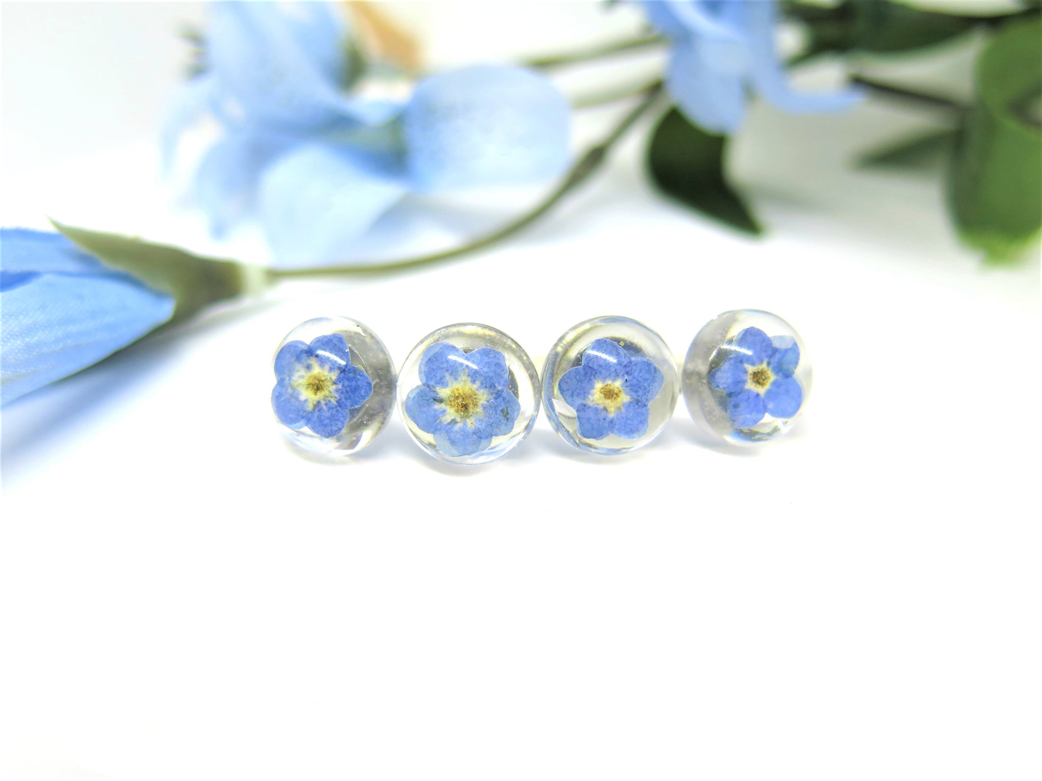 Forget me not stud earrings, Post resin earring