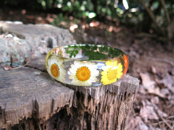 girlfriemd gift bracelet with flowers
