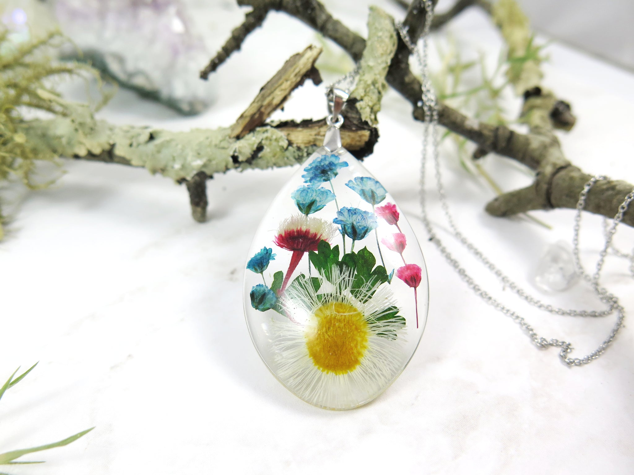 dried dflowers in resin