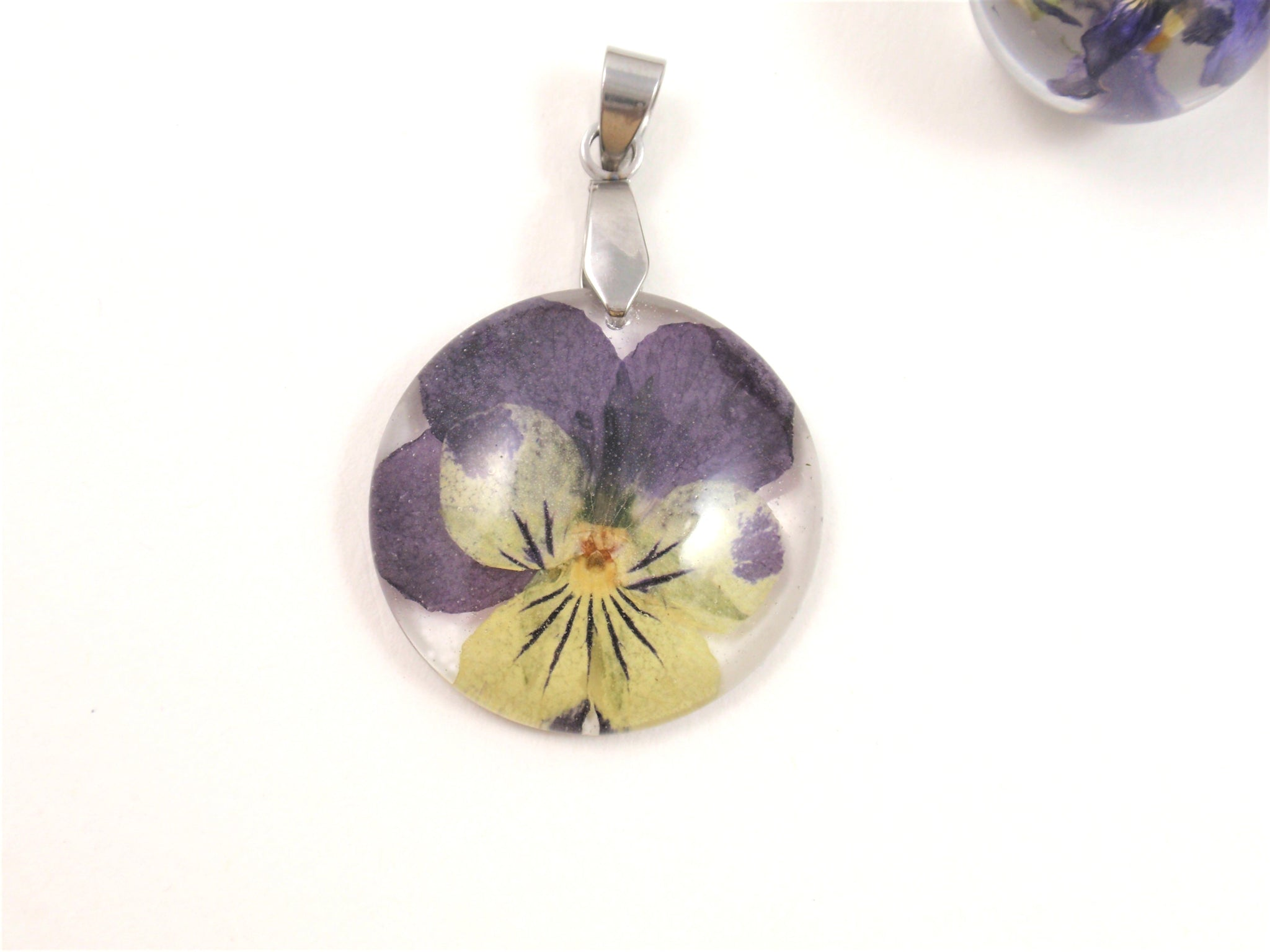 Real Pansy necklace