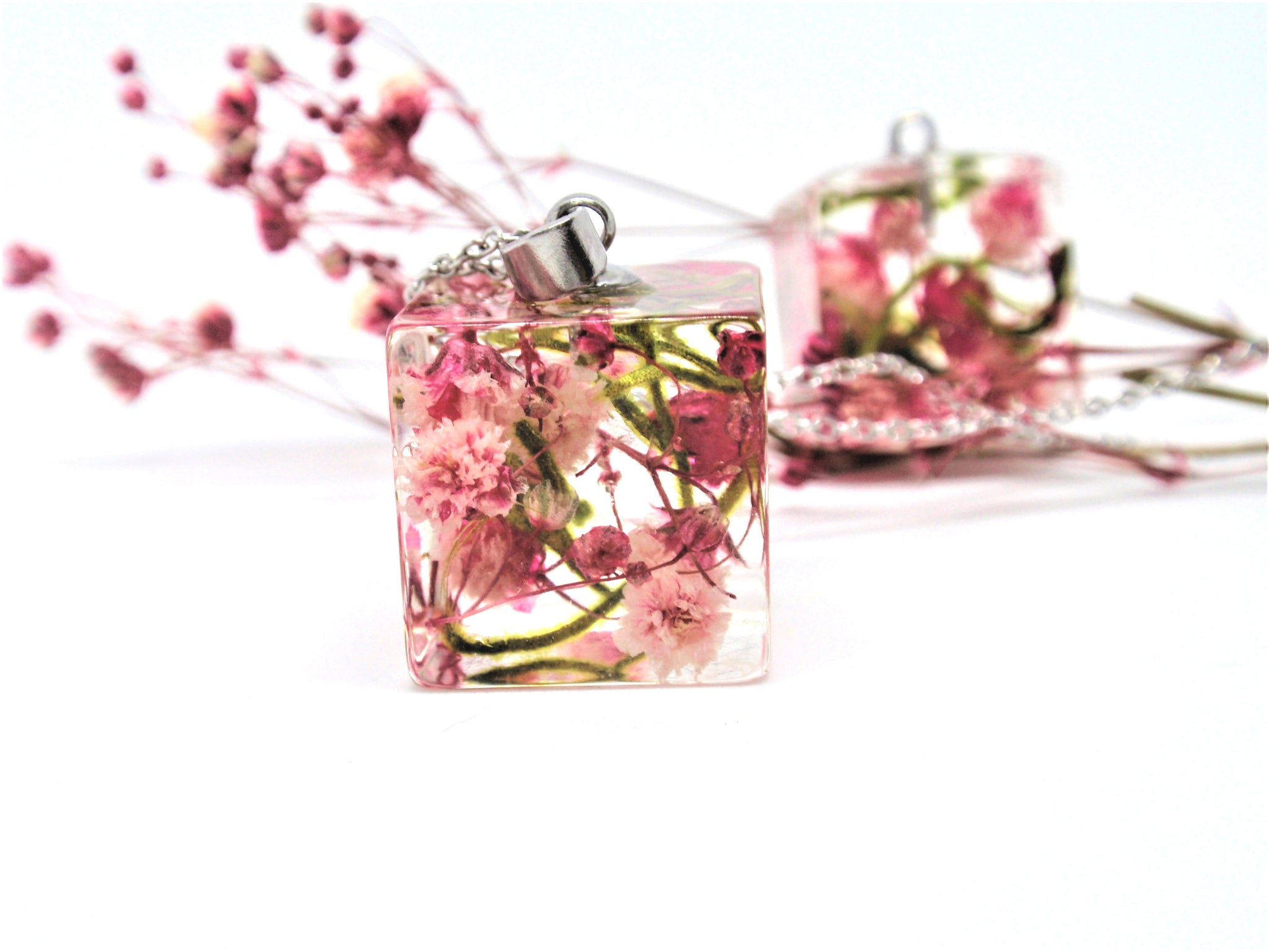 Pink Babys breath flowers cube stylish Necklace
