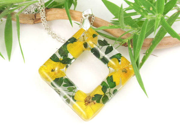 Handmade Yellow Butercup flower necklace, Nature lovers jewelry