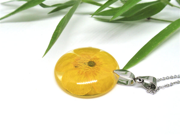 Buttercup flower Resin Pendant, Handmede jewelry