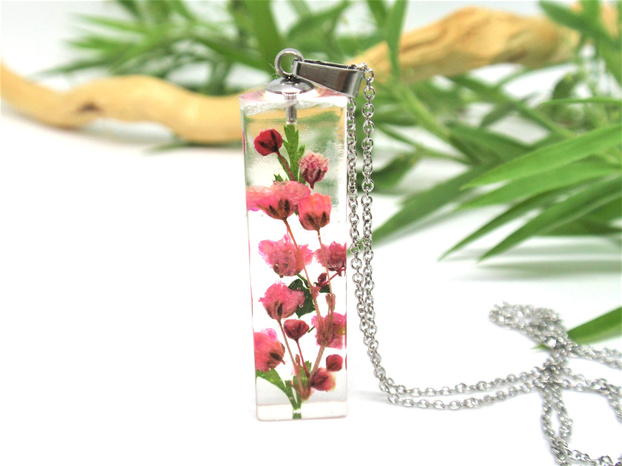 Elegant Necklace with real flowers - Pink Baby's breath