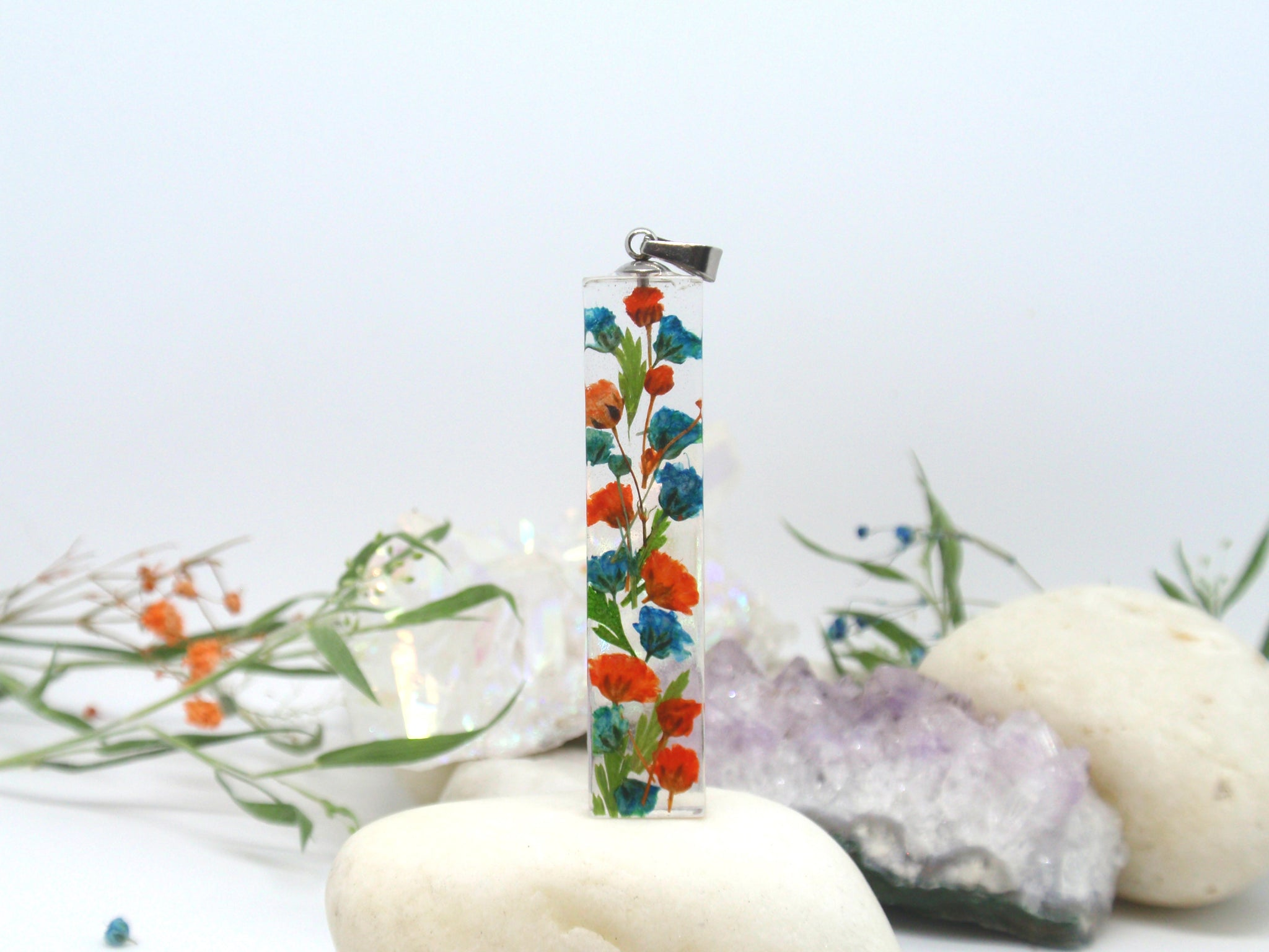 Terrarium Necklace with real flowers - Blue and orange Baby's breath