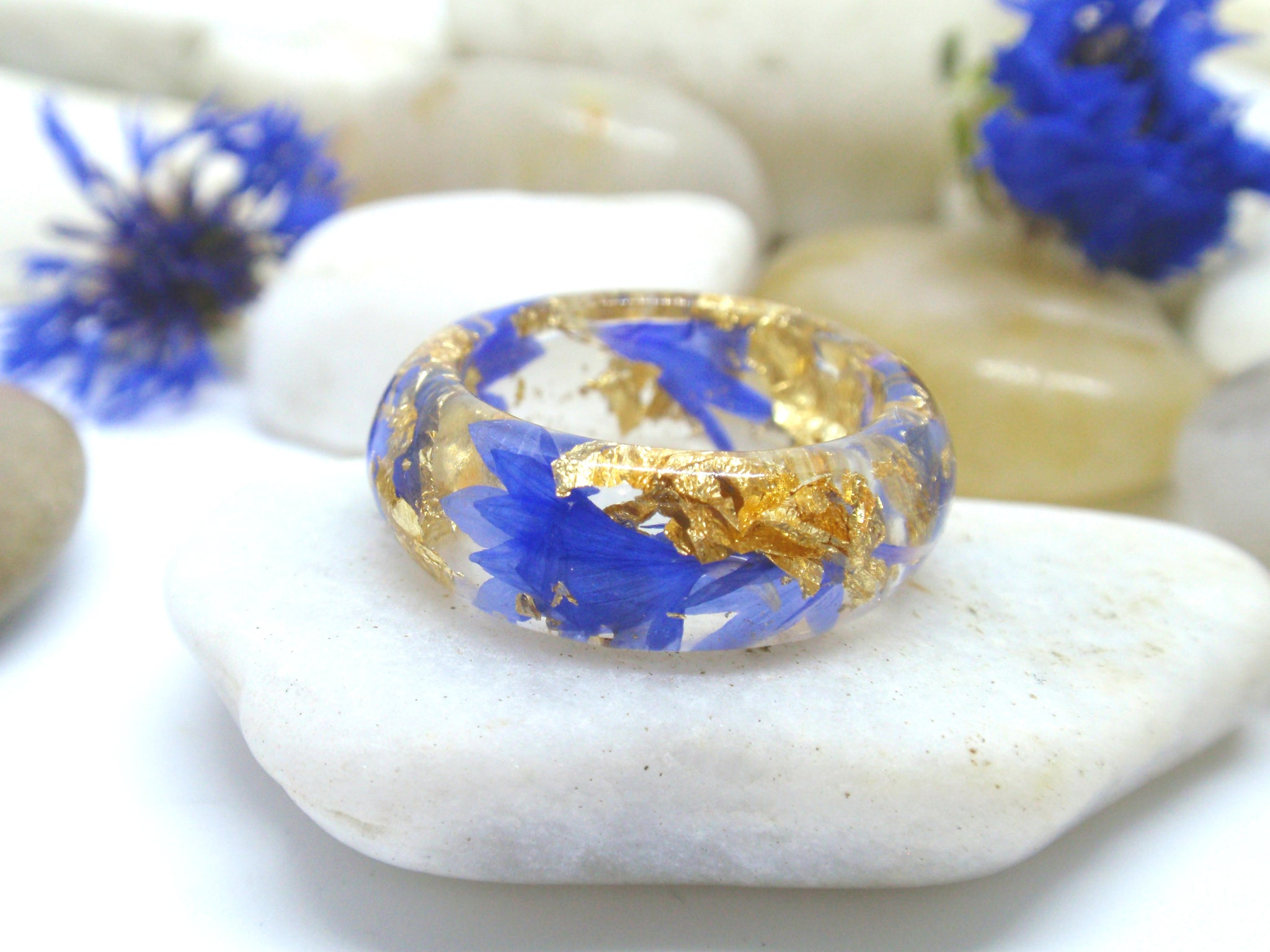Blue cornflower and gold flakes