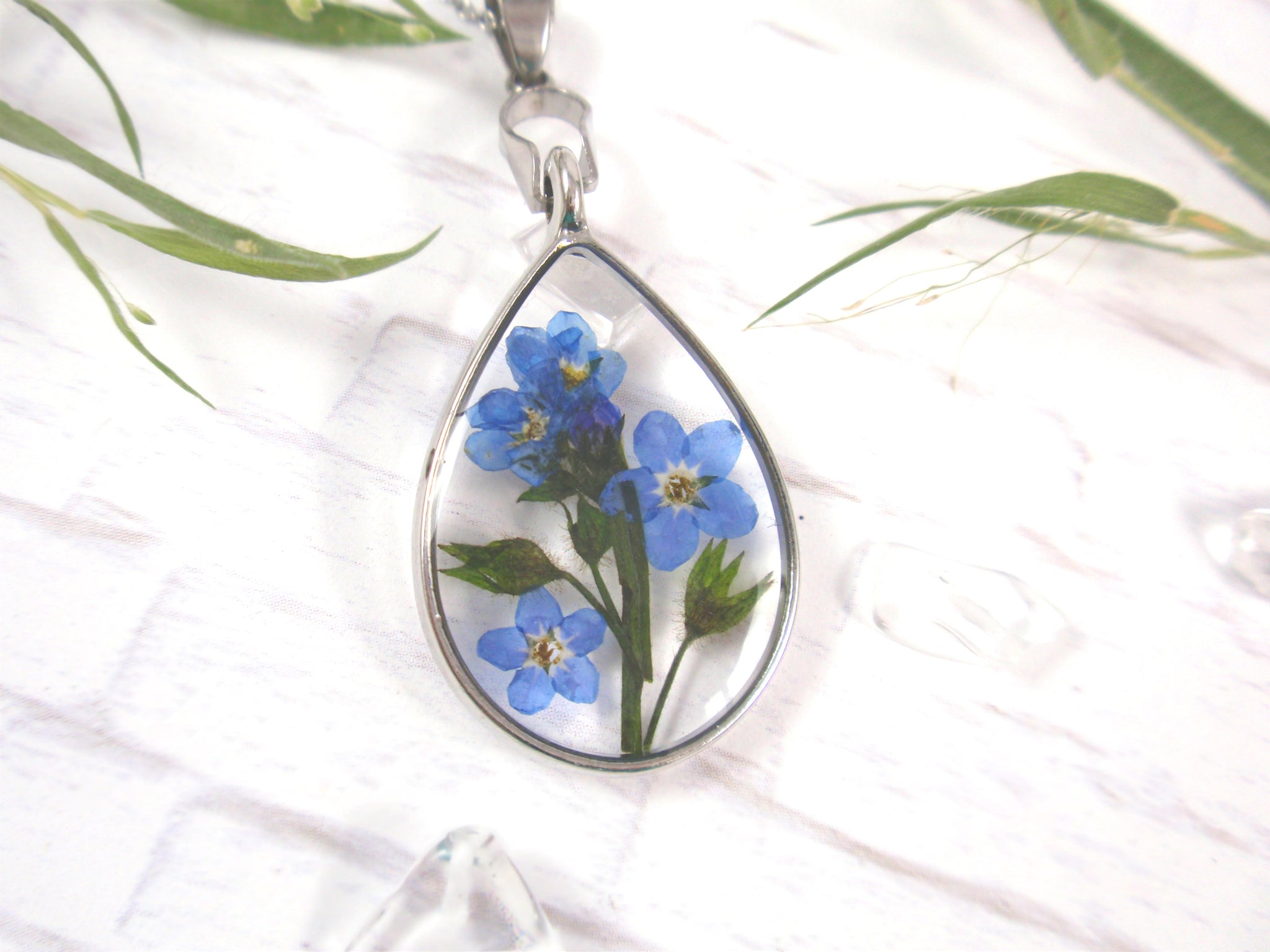 handmade pressed flower jewelry