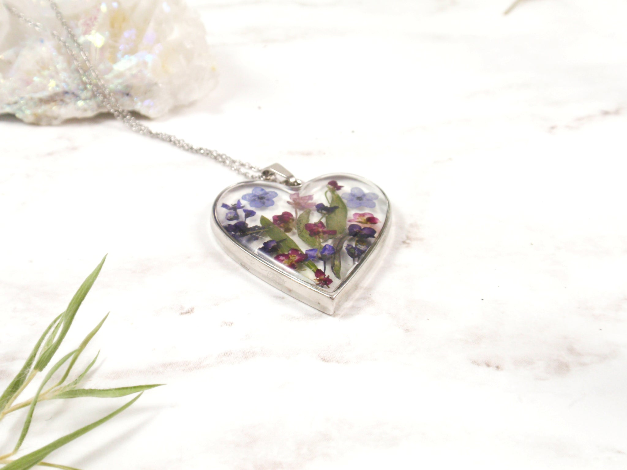 Heart shape resin necklace with real flowers