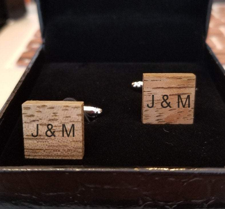 Engrave cufflink wood ,cufflink men, cufflink men,accessories men,,men wear, trendy cufflink,wood cufflink ,Wood accessories,Cufflinks Men.