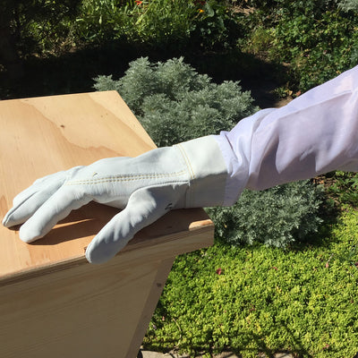 Beekeeping-gloves-protective-gear