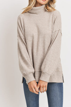 SOFT OATMEAL TURTLENECK TOP