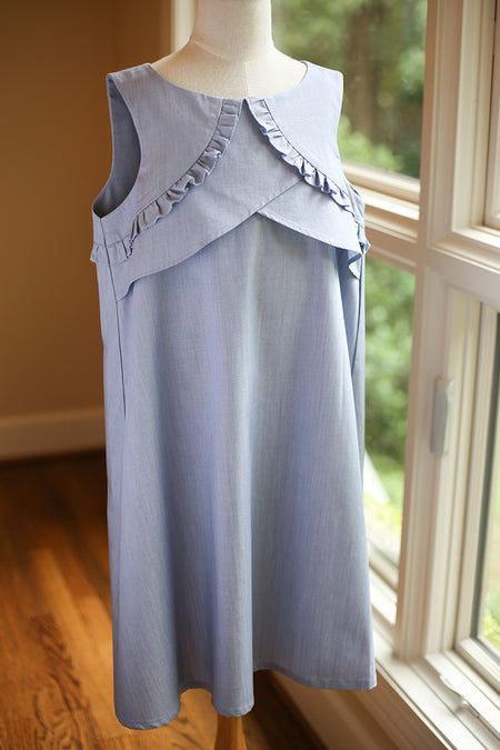 SOLID BLUE SLEEVELESS TOP FEATURING TWIST DETAIL AT THE NECKLINE