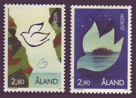 Aland set of 2 stamps showing doves representing peace.