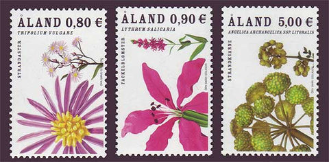 Aland set of 3 stamps showing flowers.