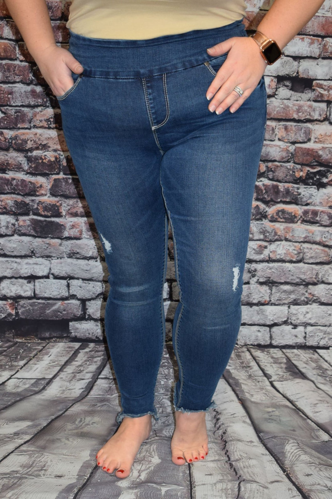 Lola Julia Distressed Jeans