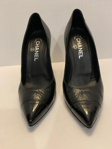 Chanel black crinkled leather pointy pumps size 38.5 Authentic
