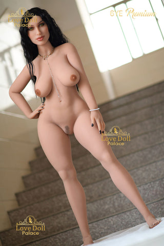 Suri: Curvaceous Persian Hottie