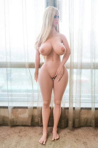 Darlene: Blondie with Big Booty and Titties  (New for 2018)