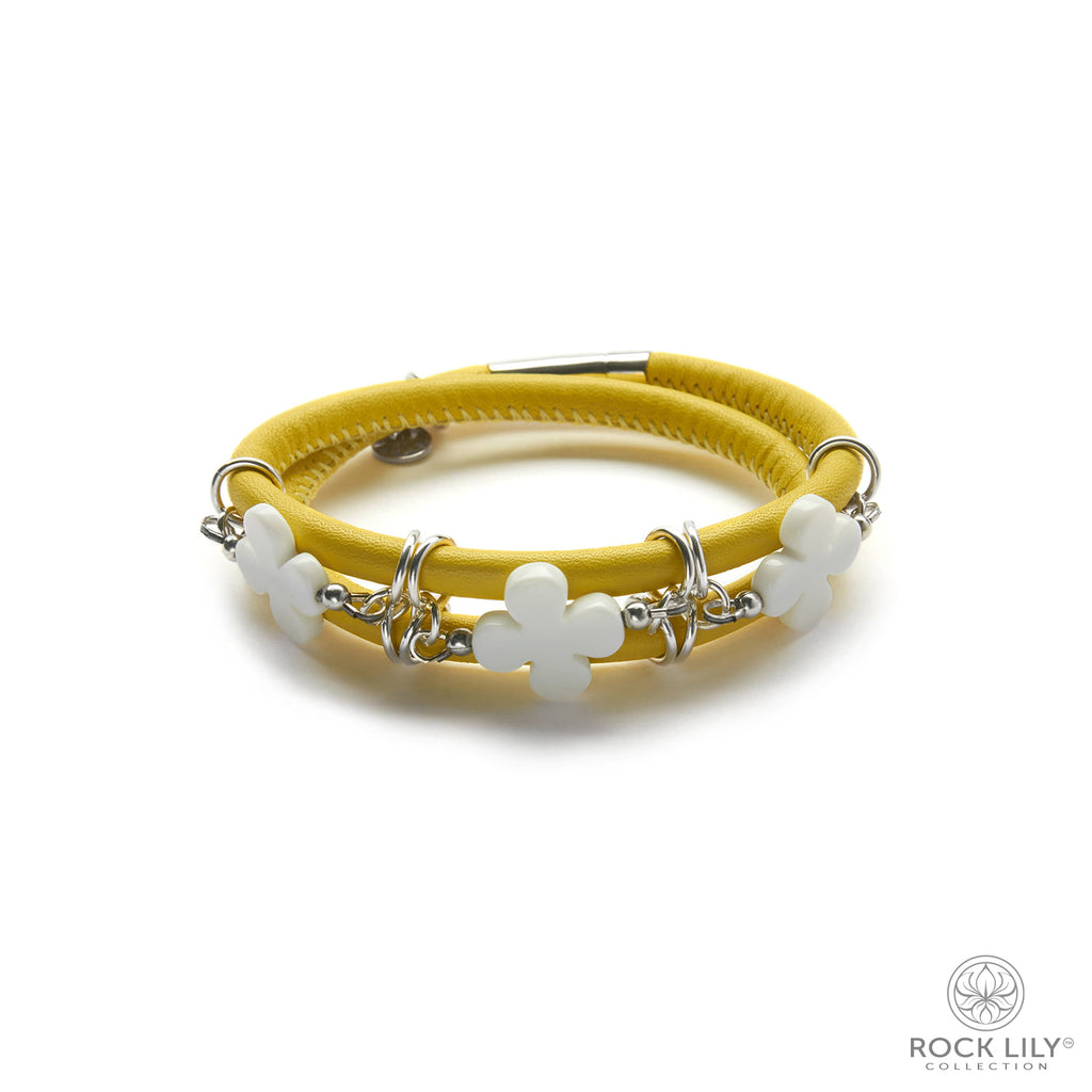 Swirl Double – Wrap Bracelet Yellow with White Agate Clovers in Silver