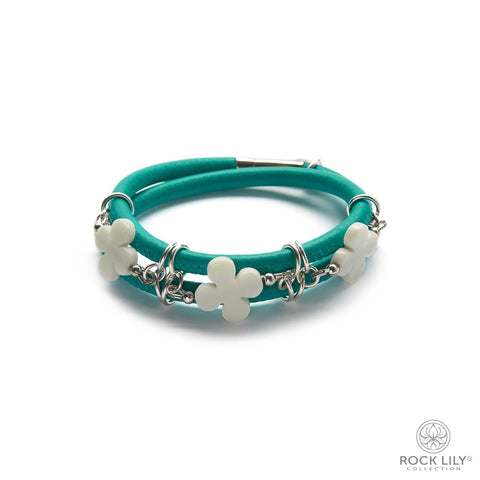 Swirl Double – Wrap Bracelet White with White Agate Clovers in Silver