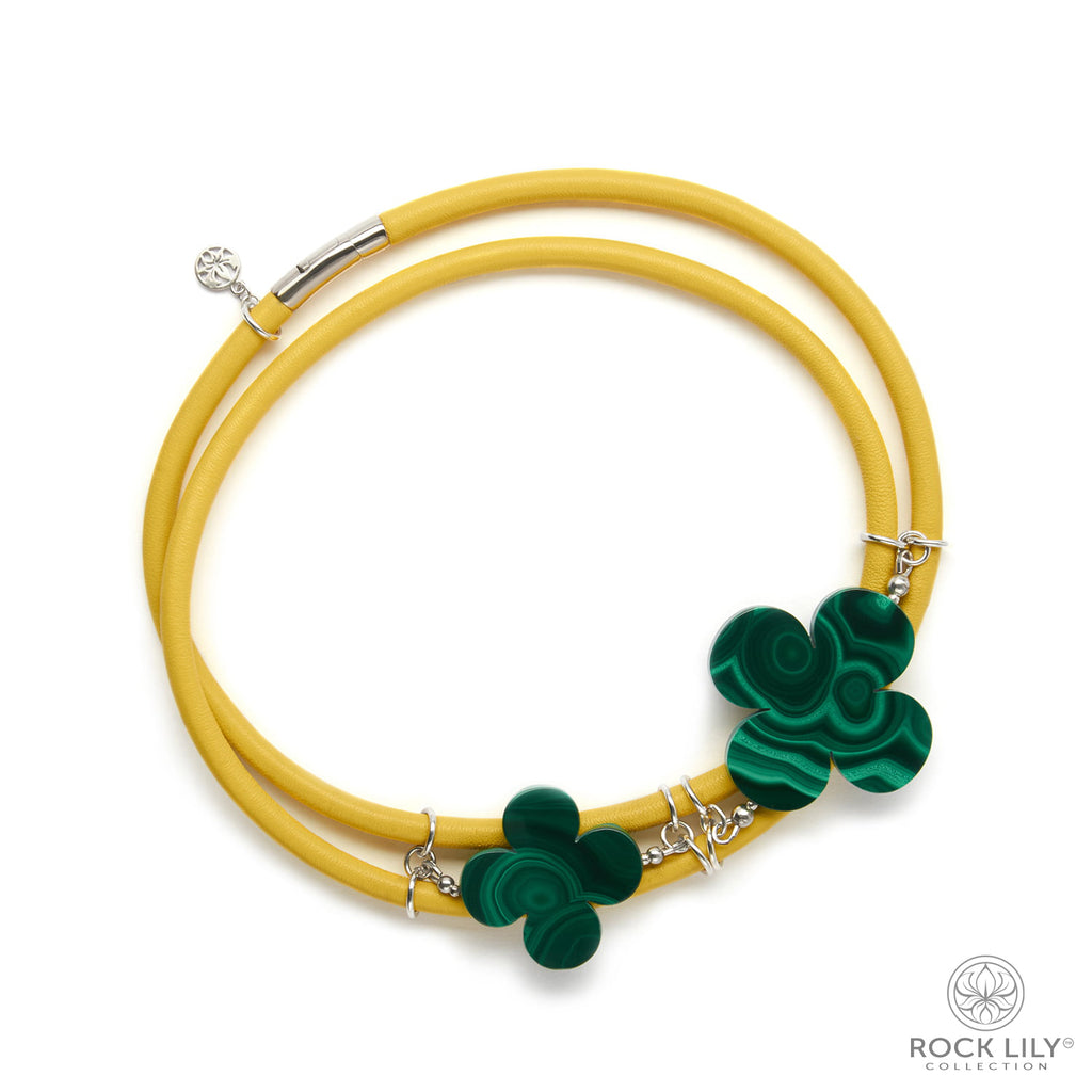 Swirl Double – Wrap Necklace Yellow with Malachite Clovers in Silver