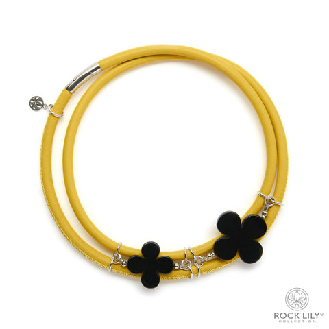 Swirl Double – Wrap Necklace Yellow with White Agate Clovers in Silver