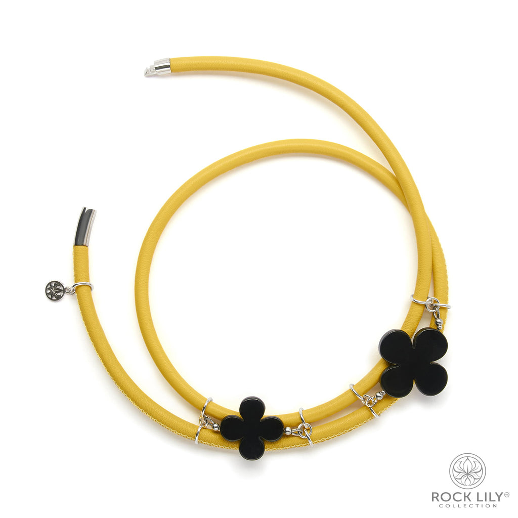 Swirl Double – Wrap Necklace Yellow Leather with Black Agate Clover in Silver
