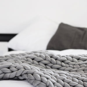Chunky Blanket, Chunky throw, knitting with wool, grey, minimalist   N I C K E L . N . C O