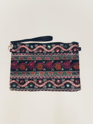 Daisy Embroided clutch bag, black.