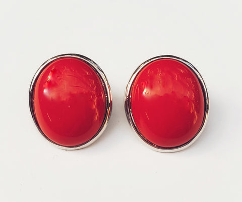 Oval Stud earrings, red.