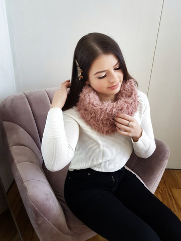 Fluffy snood scarf, pink.