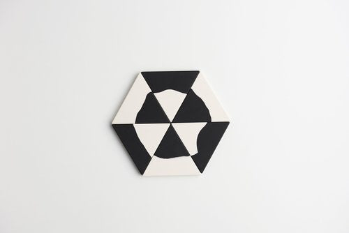 'Capra Designs' Trivet Even-Steven White/Black