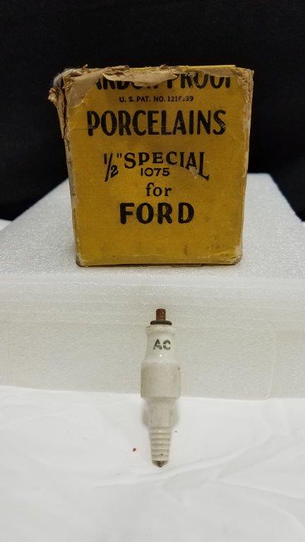 "Rare Vintage 20 AC Carbon Proof Porcelain Spark Plugs 1/2"" Special 1075 for Ford with Boxes and Carton Display"
