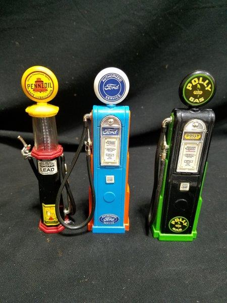 "Vintage Pennzoil, Ford, & Polly Diecast Gas Pumps 5 1/2"" Tall"