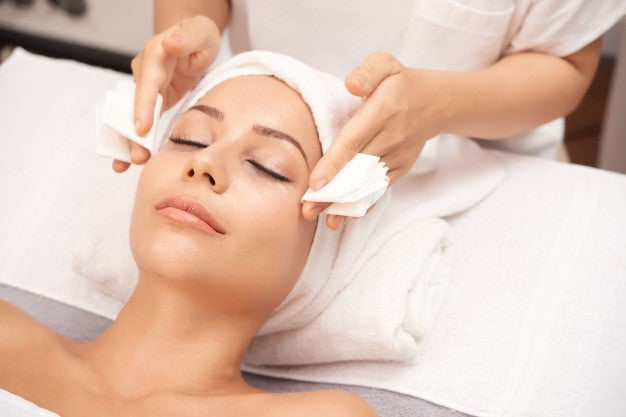 BEYOND BEAUTY CHEMICAL PEEL COURSE