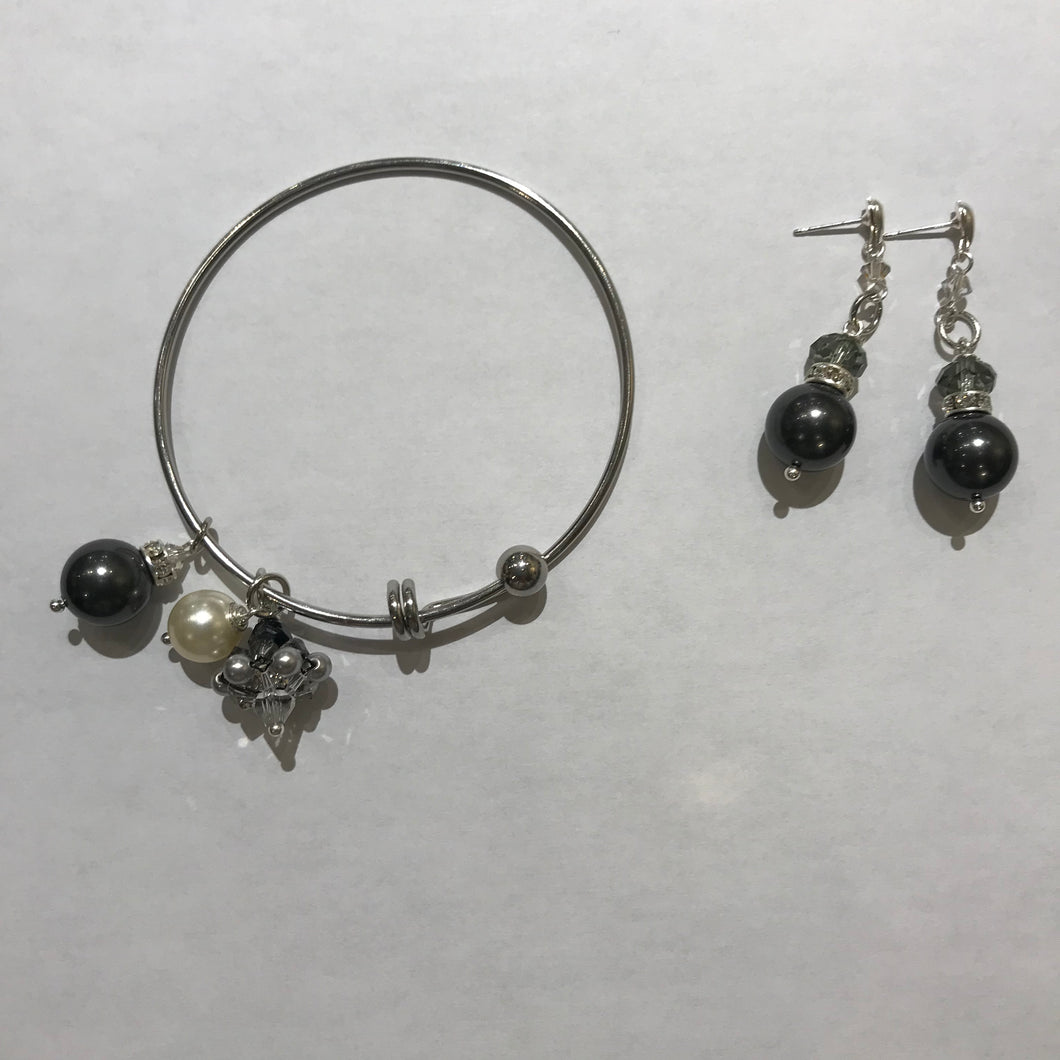 Hand made Bracelet/Earrings  with pearls and Swarovski crystals Gray