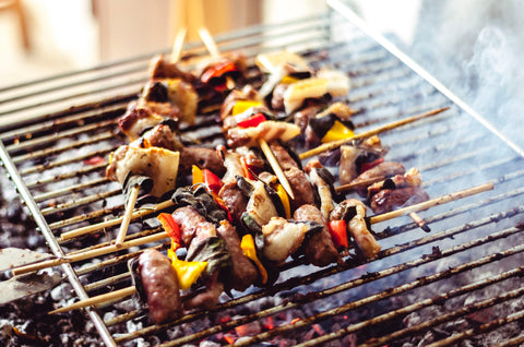 Chicken and peppers with mushrooms grilled on skewers