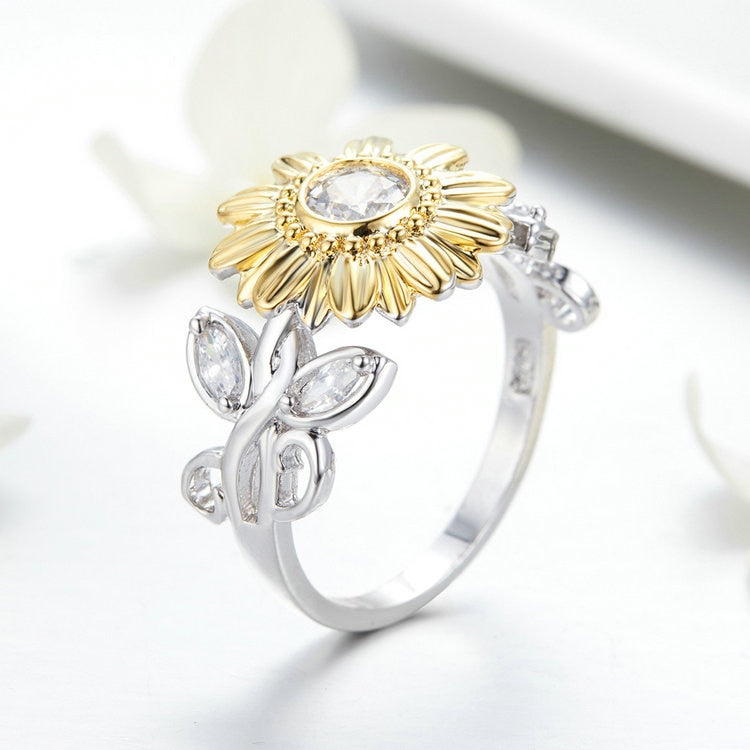EXQUISITE SILVER CRYSTAL SUNFLOWER RING