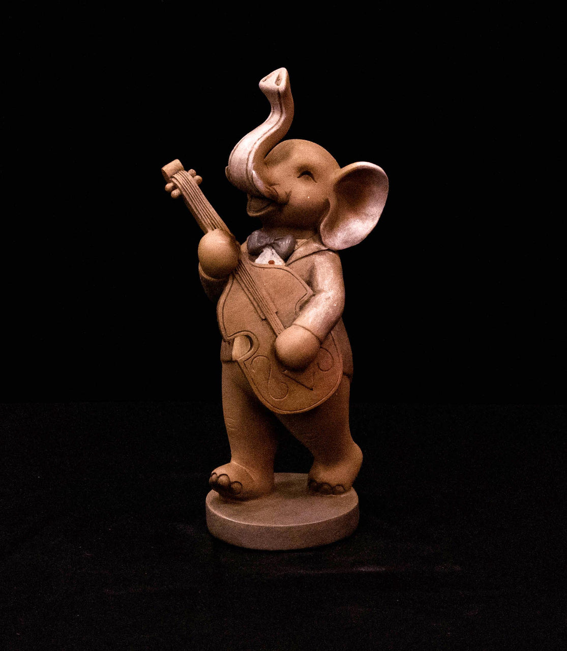 HCHD5067 - Musical Elephant with Guitar