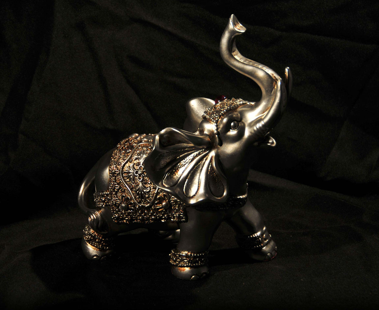 HCHD5093 - Happy Elephant Standing