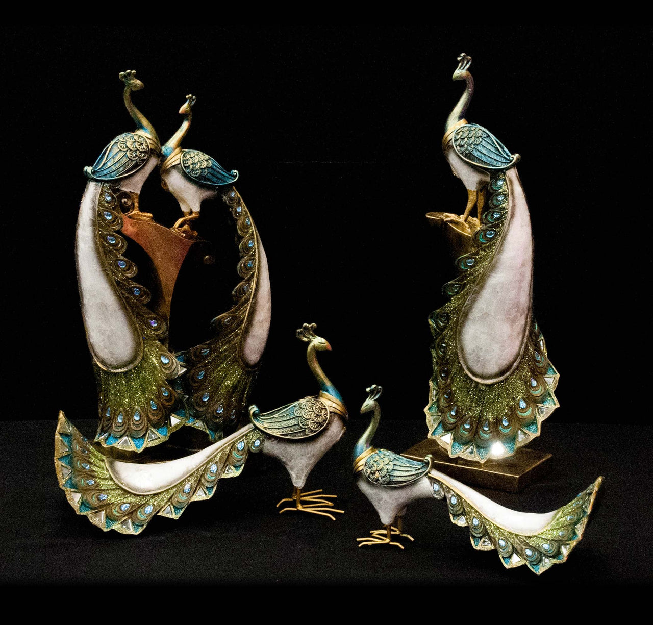 HCHD5207 - Double Standing Pearl Peacocks