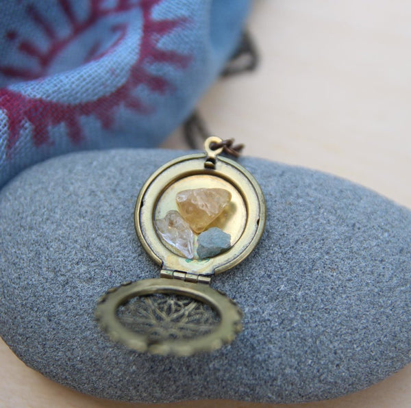 seeking light altar locket (choose brass or silver)