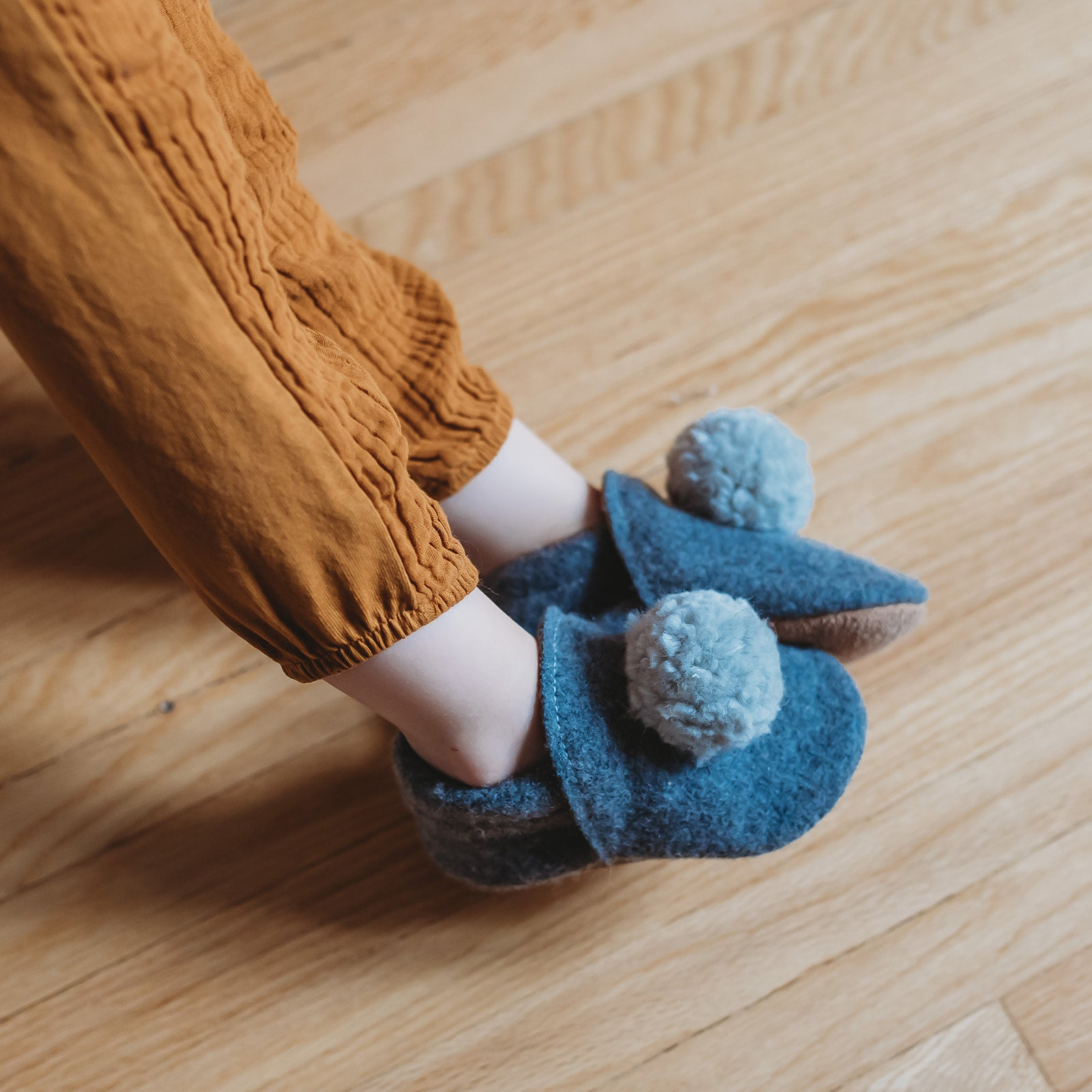 wool pompom shoes - gris