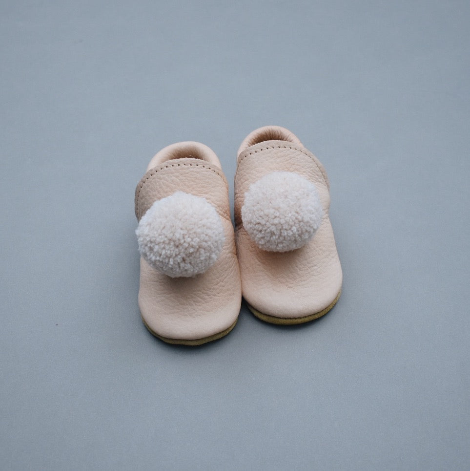 leather pompom shoes - natural