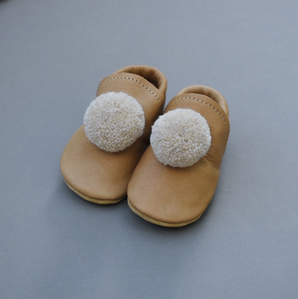 leather pompom shoes -SAND light