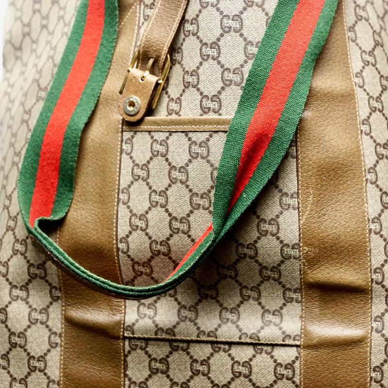 Pre-loved authentic Gucci Logos Sherry Shoulder Tote sale at jebwa.