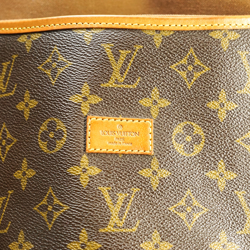 Pre-loved authentic Louis Vuitton Saumur 43 Crossbody sale at jebwa.