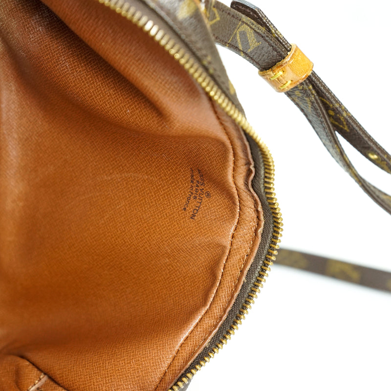 Pre-loved authentic Louis Vuitton Pochette Marly sale at jebwa.