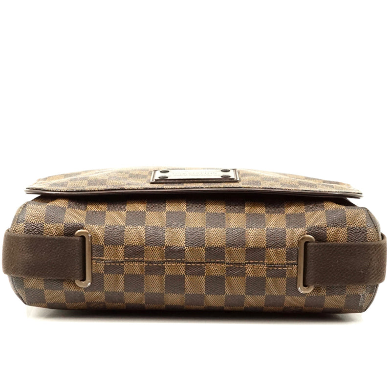 Pre-loved authentic Louis Vuitton Brooklyn Mm Damier sale at jebwa