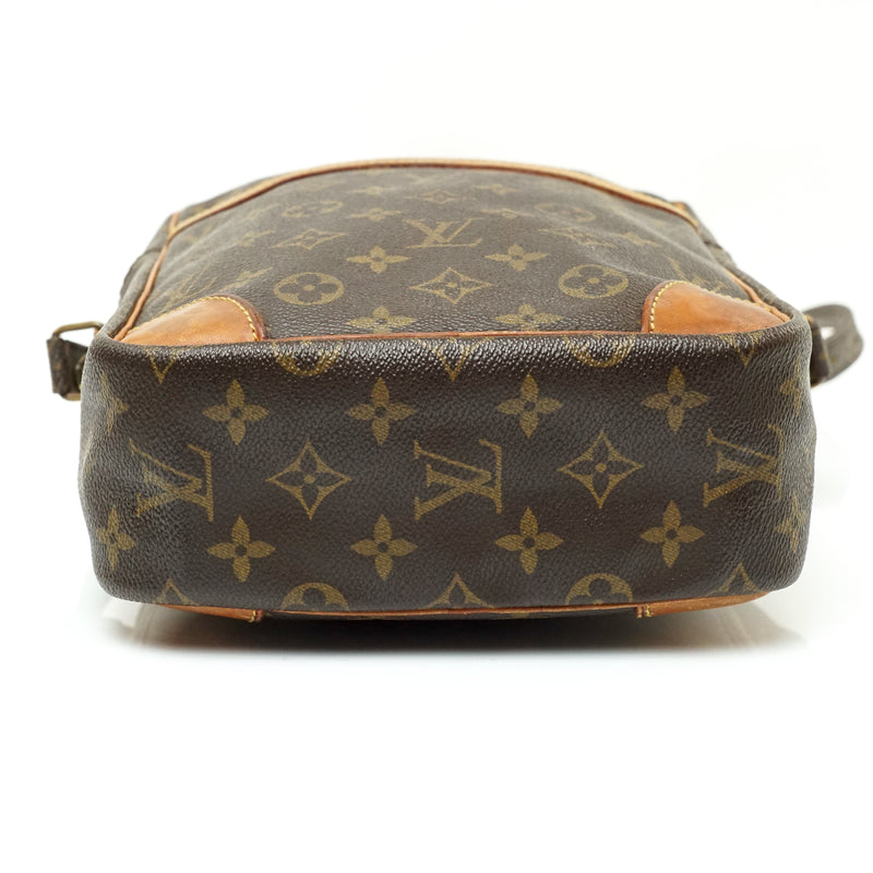 Pre-loved authentic Louis Vuitton Danube Gm Crossbody sale at jebwa.